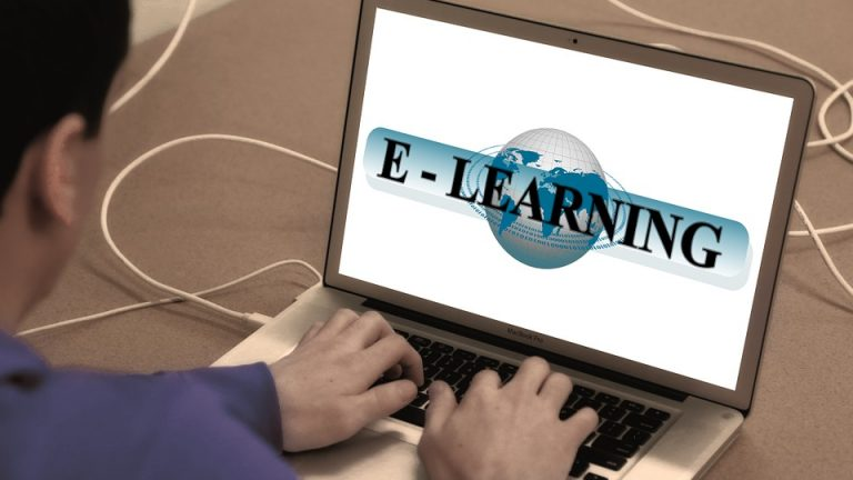 text e learning in laptop tyoing